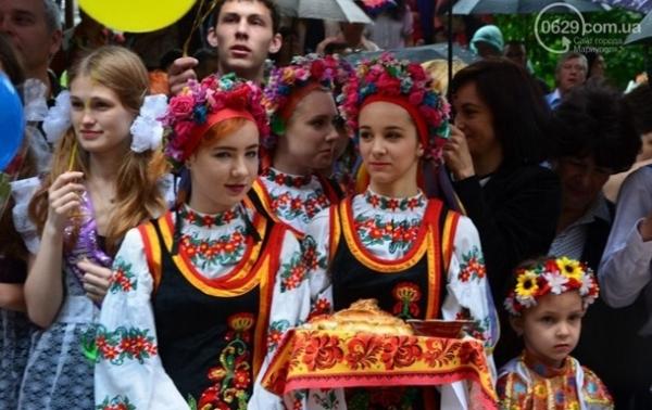Підсумки 29 травня: Останній дзвоник у школах, нова посада СаакашвилиСюжет