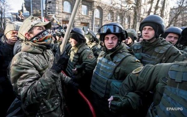 Підсумки 19.02: Сутички у Києві, смерть ПаперникаСюжет