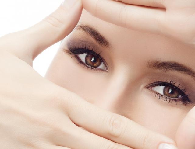 Секрети по догляду за шкірою навколо очей