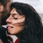 Love story: Джамала снялась с женихом в чувственной фотосессии у моря