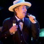 [:ru]Боб Дилан в Стокгольме получил Нобелевскую премию по литературе[:uk]Боб Ділан у Стокгольмі отримав Нобелівську премію по літературі[:]