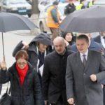 "[:ru]В Сети обсуждают ""держателя"" зонтика мэра Винницы[:uk]У Мережі обговорюють ""держателя"" парасольки мера Вінниці[:]"