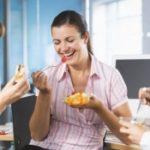 Медики назвали профессии, которые провоцируют ожирение