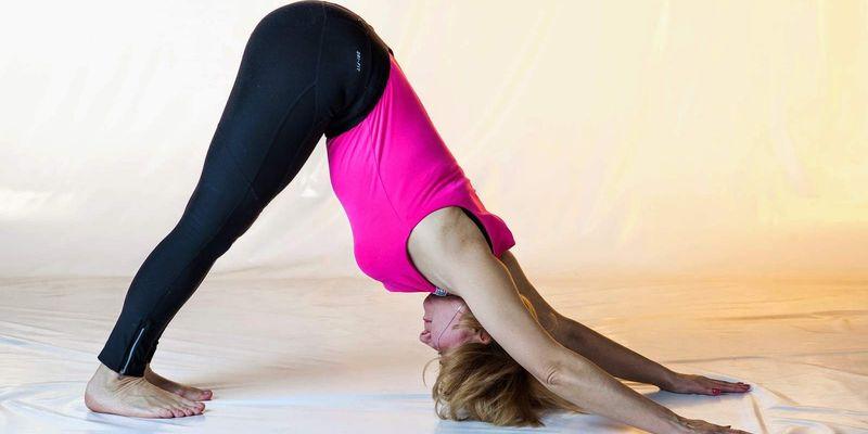 Медики наполягають на лікувальної йоги: 3 простих вправ для спини
