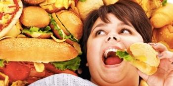 Медики назвали головні причини, чому вам постійно хочеться їсти