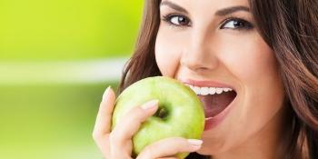 Медики назвали продукт, який захищає зуби від карієсу