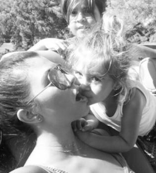 Найщасливіша мама: Кортні Кардашян засипала мережу фото з дітьми (Фото)
