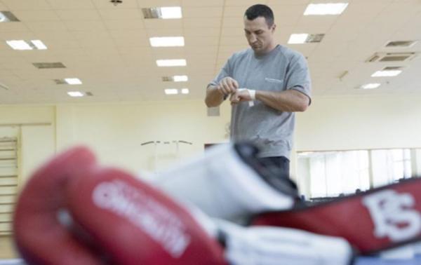 Итоги 03.08: Уход Кличко из бокса и пик инфляцииСюжет