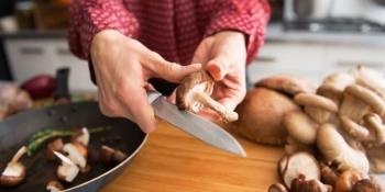 Эти продукты считаются самыми опасными для женщин