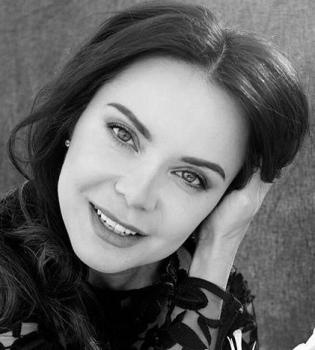 Красавица-украинка: Лилия Подкопаева позирует в стильной вышиванке (Фото)
