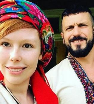 Ukrainian style: влюбленные Соня Плакидюк и Ричард Горн примерили гуцульские наряды