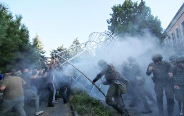 У суда в Черноморске произошли стычки с полицией
