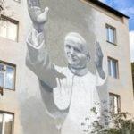 [:ru]В Киеве открыли мурал с изображением Иоанна Павла II[:uk]У Києві відкрили мурал із зображенням Іоанна Павла II[:]