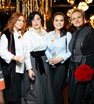 В Киеве открылась выставка платьев Timeless Gres by Victoria Gres
