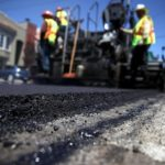 Стало известно, когда в Украине откажутся от ямочного ремонта дорог