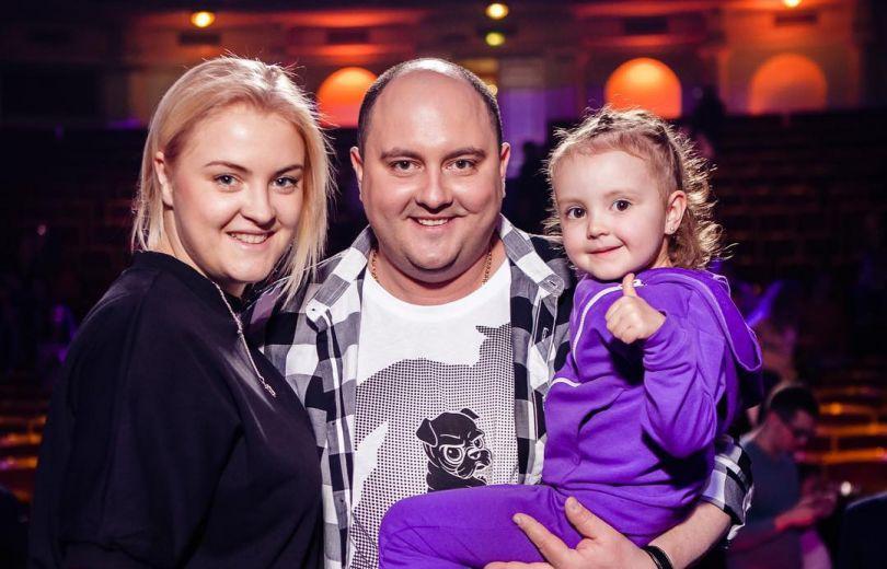 Как под копирку: поклонники в восторге от схожести Юрия Ткача и его маленькой дочери