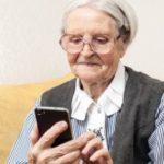 Як навчити бабусю користуватися смартфоном?