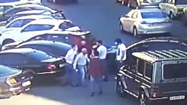 Нападавших на Найема было пятеро: полная версия видео избиения нардепа
