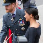 Меган Маркл в платье с открытыми плечами от Dior сопровождала принца Гарри