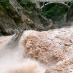 [:ru]Падение хэшрейта Биткоина: наводнение в Китае вывело из строя десятки тысяч майнеров[:uk]Падіння хэшрейта Биткоина: повінь в Китаї вивело з ладу десятки тисяч майнер[:]