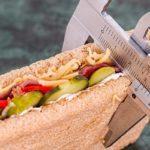 Дієтологи розповіли, в якому віці небезпечно худнути