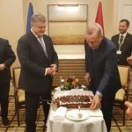 [:ru]Эрдоган подарил Порошенко на день рождения именинный торт[:uk]Ердоган Порошенко подарував на день народження іменинний торт[:]