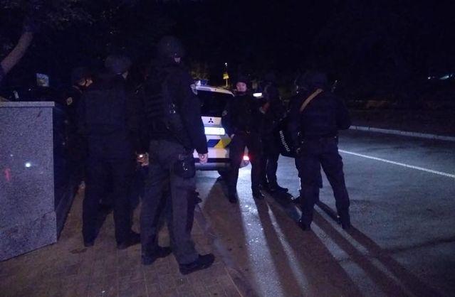 У Києві невідомий поранив поліцейського, введений спеціальний оперативний план