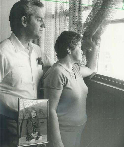 Последней девочку видела ее мать Жаннетт (на фото с бывшим мужем Артом Морин)