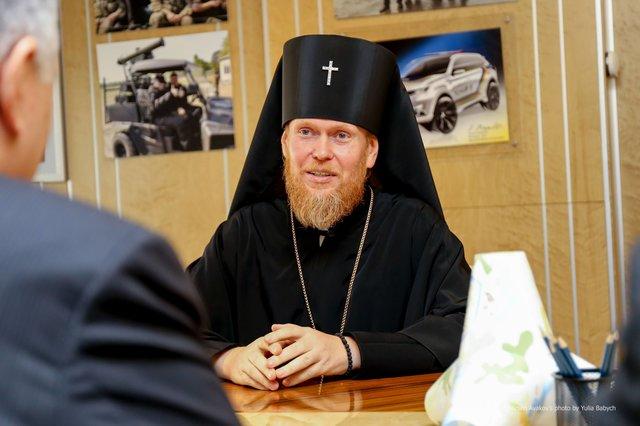 Аваков зустрівся з церковниками і пообіцяв не допустити релігійної ворожнечі