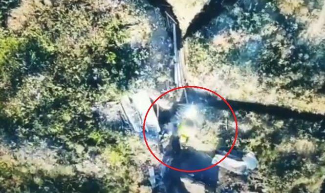 Офіцер ЗСУ показав, як військові скидають на окупантів вибухівку з допомогу дронов - відео