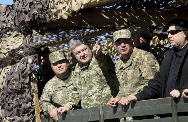 Порошенко ввів у дію рішення РНБО щодо захисту від агресії Росії