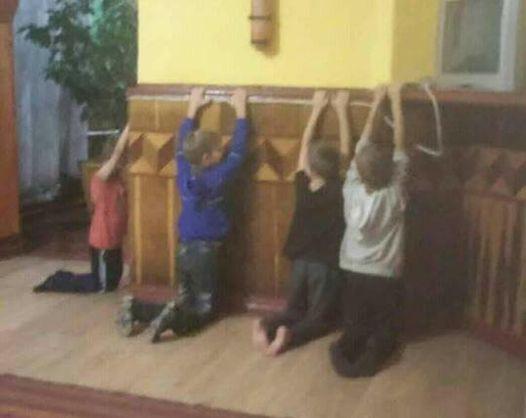 В санаторії в Хмельницькій області вихователь бив ногами дітей і змусив стояти на колінах - Кулеба
