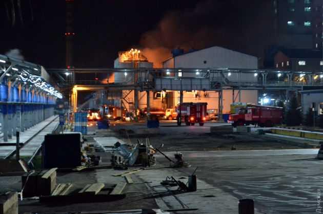 Рятувальники локалізували пожежу на території маслозаводу під Одесою
