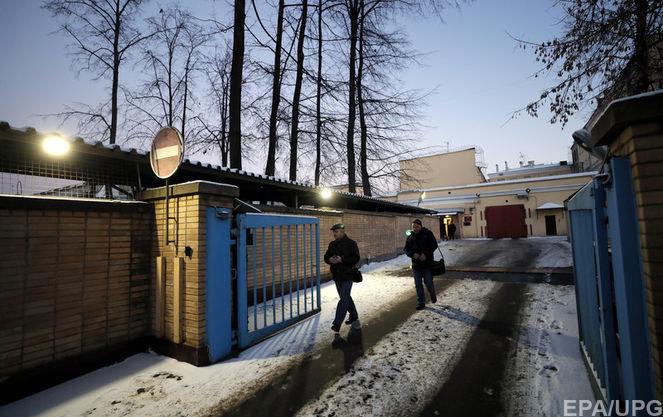 Керченский кризис: украинские консулы встретились с тремя ранеными моряками