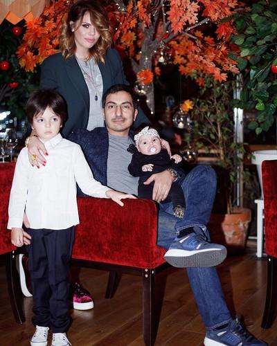Редкий кадр: Анастасия Стоцкая показала фото с мужем и детьми