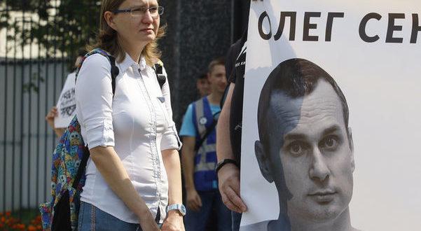 Сестра Сенцова: До Олега не допускають незалежних лікарів