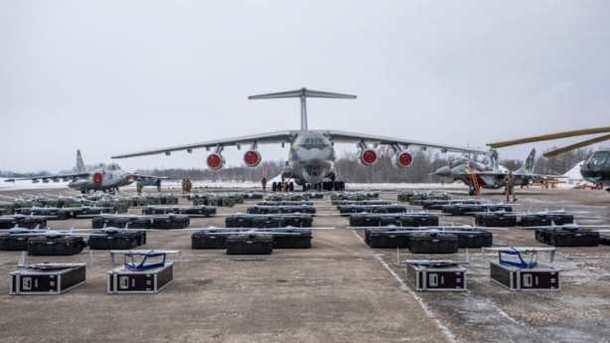 """Танки, самолеты, БПЛА: Порошенко порадовал ВСУ солидными """"подарками"""" (видео)"""