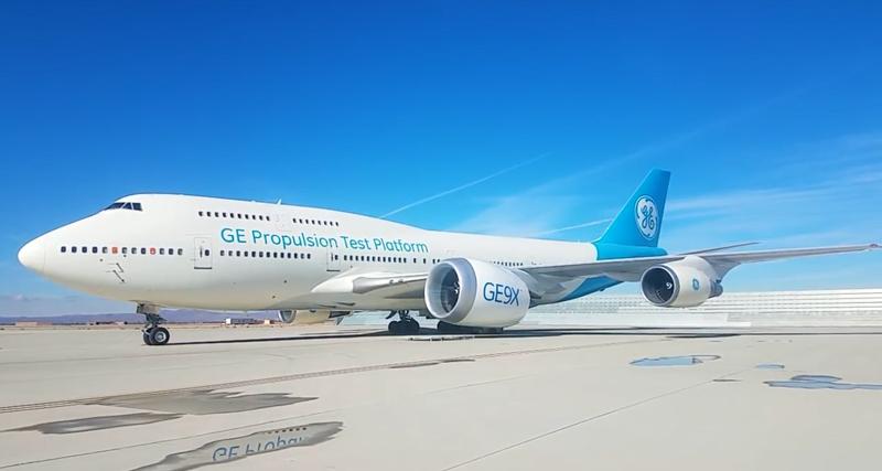 Крупнейший авиационный двигатель в работе: видео