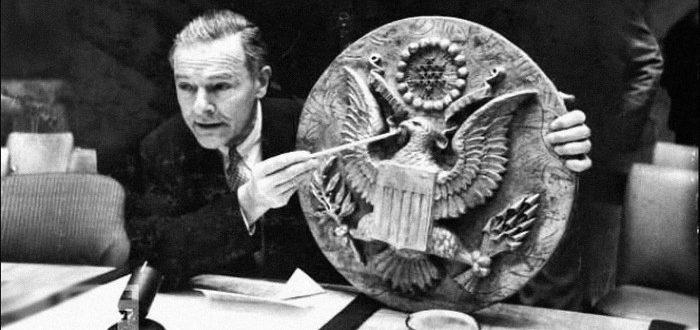 «Троянський» герб, або Як піонери послу США «жучок» подарували