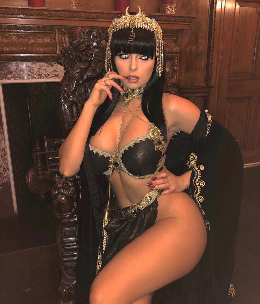sexy-cleopatra-underwear-ebony-pussy-licking